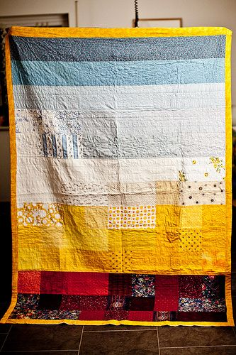 I made this quilt for my sister last year. Its 1,5 x 2,17 m / 59 inch x 85 inch large. I used cotton fabrics only and added a very light padding to make it soft and smooth.