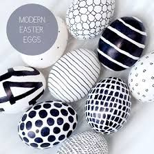 modern easter eggs but maybe done with a cute colour, mint or yellow or peach , these look super easy too!