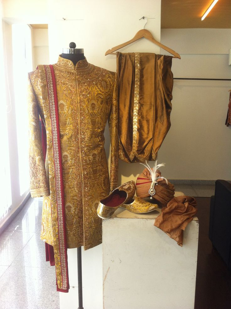 mustard gold sherwani set by SAGAR TENALI.