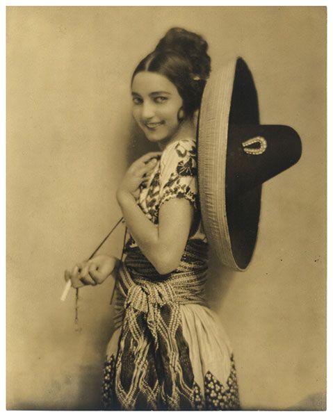 Rosa Rolando vestida de China Poblana - Nickolas Muray