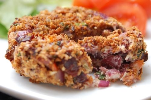 Spicy Bean Burgers With Onions, Garlic Cloves, Olive Oil, Carrots, Chili Powder, Ground Cumin, Kidney Beans, Dijon Mustard, Soy Sauce, Tomato Purée, Gluten-free Oats, Rolled Oats, Oil