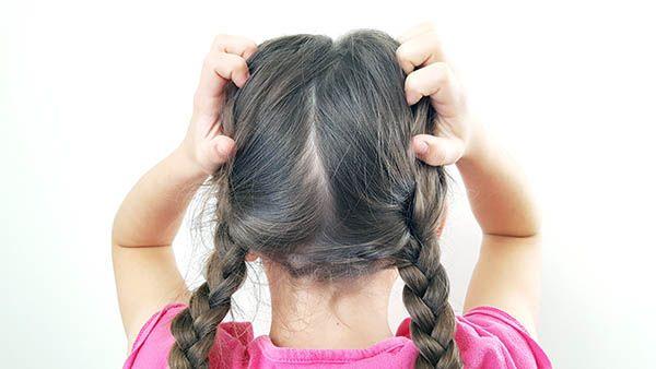 Exit les anti-poux composés de substances de synthèse et welcome les solutions naturelles bonnes pour les cheveux de nos enfants !