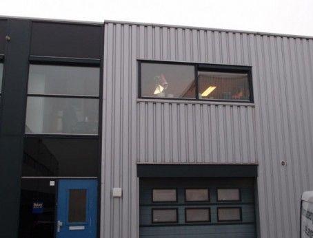 Multifunctionele bedrijfsruimte met kantoorruimte te huur nabij spaanse polder in Rotterdam. Betreft 140m2 met een vraagprijs van €950,00 per maand. Meer weten bel 085-4013999.  http://www.huurbieding.nl/huur/bedrijfsruimte/1-01186/rotterdam/melbournestraat-28.html  #bedrijfsruimte #kantoorruimte #tehuur #rotterdam #opslag #spaansepolder #huurbieding #vastgoed #rijnmond #zuidholland #mkb #dienstverlening #ondernemen #gezocht