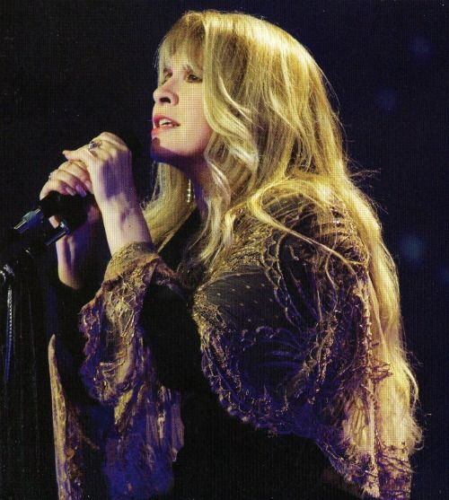 Stevie  ~ ☆♥❤♥☆ ~    the Golden Goddess onstage