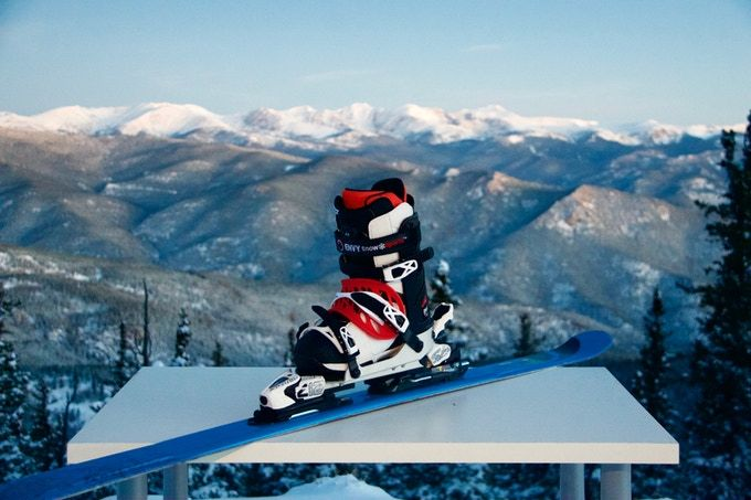 Love skiing but hate ski boots? The Envy Ski Frame allows skiers to go alpine skiing in top manufacturers snowboard boots.