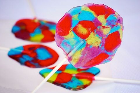 Homemade Jolly Rancher Lollipops .... hehehe ... the kids will LOVE you for making these ... lol :)