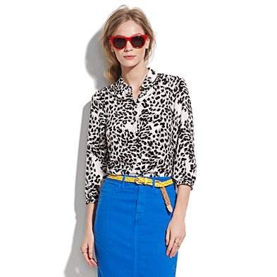 Love the look.  #skirt #blouse #red_sunglasses