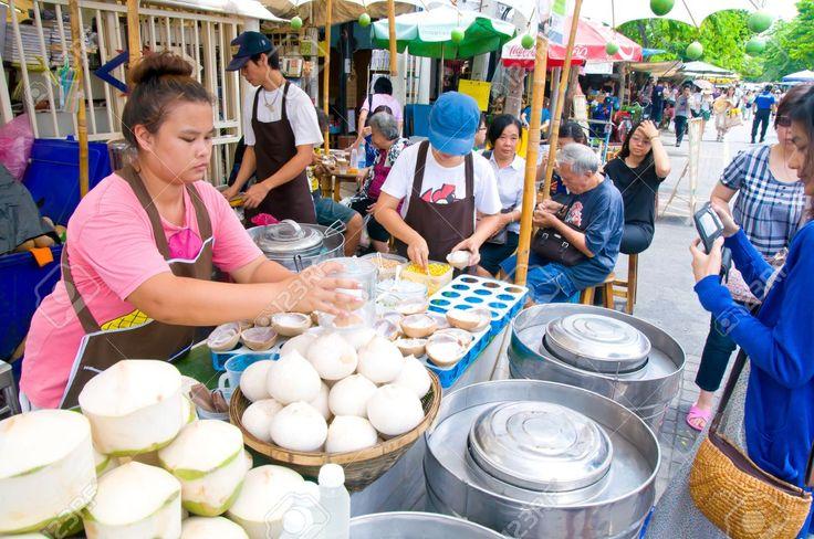 14137604-Street-Coconut-Juice-vendor-in-a-weekend-bazaar-in-Chatuchak-Market-Bangkok-Stock-Photo.jpg (1300×863)