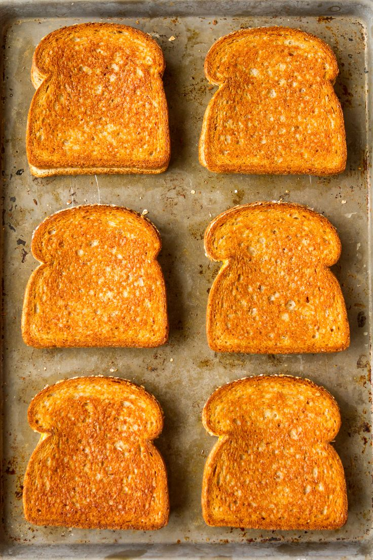 (ad) Who knew making grilled cheese in the oven is a thing? Perfect method for making big batches of grilled cheese sandwiches for a crowd... | via @unsophisticook on unsophisticook.com #RealCheesePeople @sargentocheese