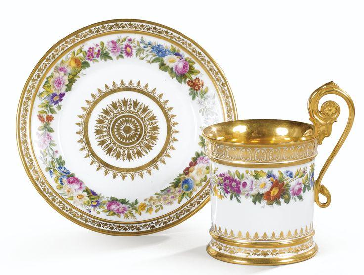Tasse et sa soucoupe en porcelaine de Sèvres d'époque Restauration, datée 1822 | lot | Sotheby's