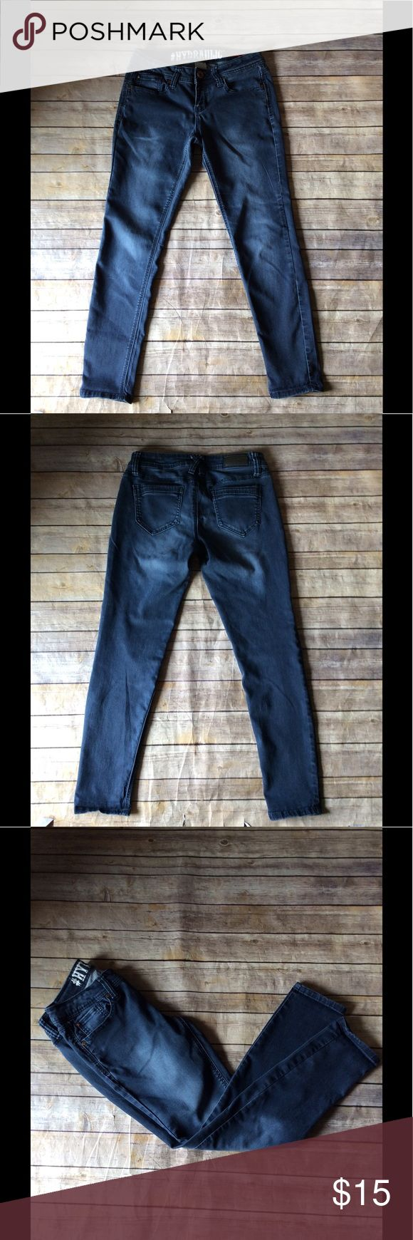 Hydraulic Super Skinny Lola Curvy Jeans Size 9/10 Hydraulic Super Skinny Lola Curvy Jeans Size 9/10. Good Preowned Condition. Ships from smoke free and pet free home. Hydraulic Jeans Skinny