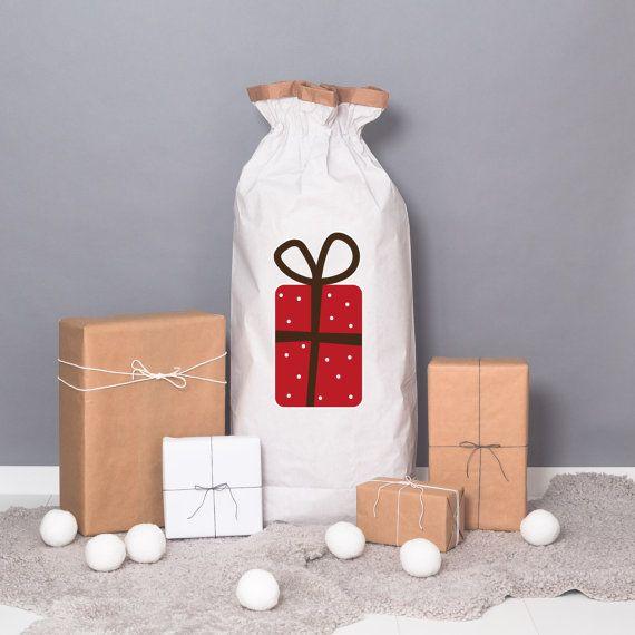 Papiersack XXL mit rotem Geschenk. #etsyde#weihnachtsgeschenke#handgemacht #FindeDeinWeihnachten