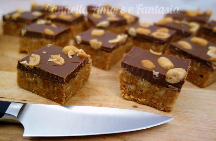 La torta snickers senza cottura in forno è una torta super golosa e cioccolattosa che va molto di moda in Norvegia in questo periodo.,da provare credetemi!