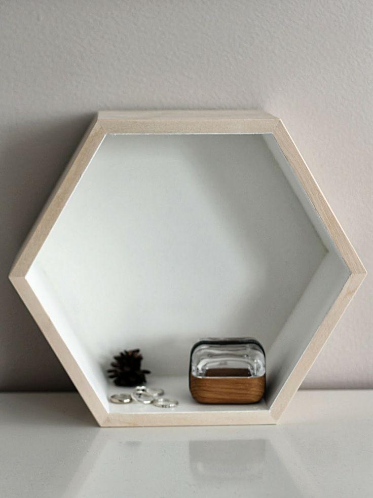 Hexagon shelf in white