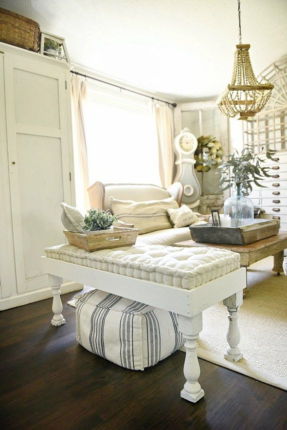 Super simple DIY farmhouse bench in Maison Blanche, Ivory Vintage Furniture Paint - Super pin to make a diy farmhouse bench great for a living room, porch, dining room, end of a bed, & so much more!