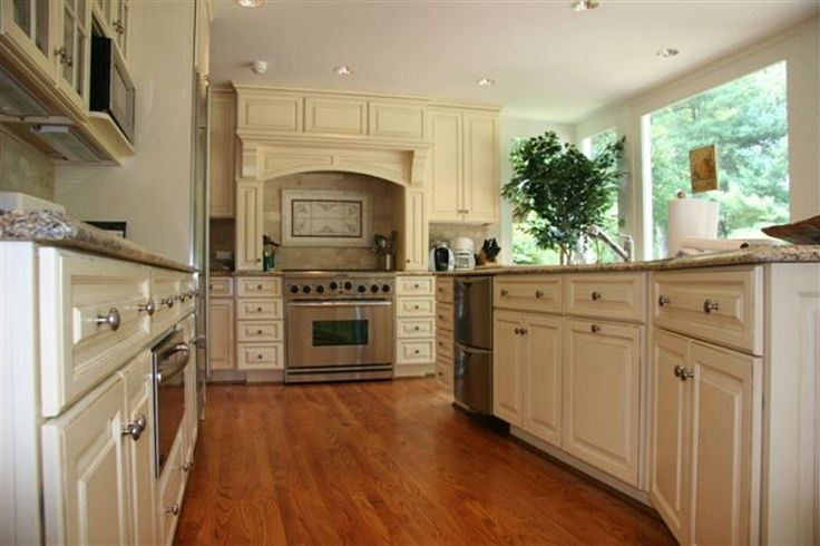 97a86d35e819027c2fec3ba5520c494d--kitchen-stove-kitchen-wood.jpg - Beautiful Kitchen Cabinets, Range Hood Wood Species: Maple, Door