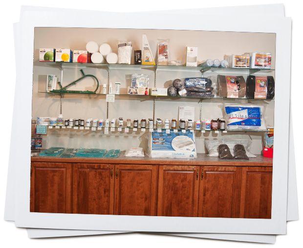 Esposizione di prodotti per la salute all'interno di un centro di terapia. Schubberesch,  chiropractic and physical theraphy