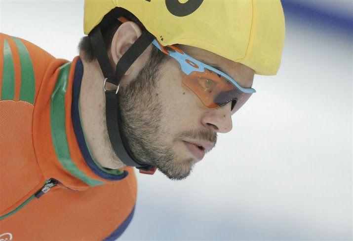 NAGOYA (ANP) - Shorttracker Sjinkie Knegt heeft zondag zijn gouden race op de 1500 meter in Nagoya niet het gewenste vervolg kunnen geven. Hij wist zich op de 1000 meter niet te plaatsen voor de finale. Hij eindigde op het Japanse ijs slechts als derde in de halve eindstrijd. Knegt won zaterdag nog voor het eerst een wereldbekerwedstrijd.