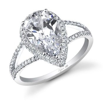 tear drop engagement ring - Ladies in the future give my man the heads up ;) so different and sooooo me!!! Seriously. All the other rings I've pinned are gorgeous, but this one's different and I LOVE different. Please take note!!;)