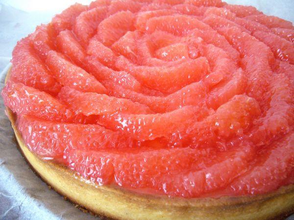 Tarte au pamplemousse, crème d'amandes et crémeux au pamplemousse - Une tarte gourmande et légèrement acidulée d'après une recette de Hugues Pouget
