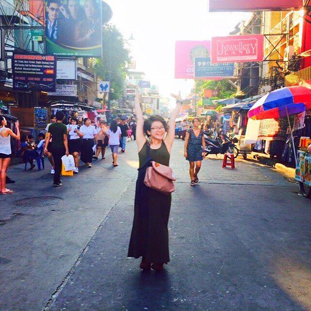 esihc THAILAND  バックパッカー聖地 カオサンロード  Niceなタイパンツget  色んな国の人がいて 路上でブレイズ編んでる人もいて cool !! わくわくさせてくれる国 !  #1番多く言われた日本語は #宮迫 #バックパッカー  #美容師  #タイ #Instagramの改行難しいね…