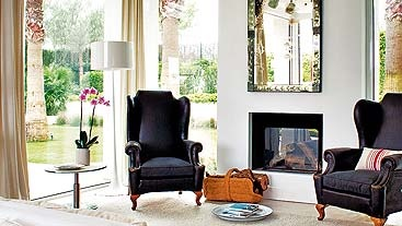 Ventanas. El salón se funde con el porche gracias a unos muros ventana, junto a los que se ha creado una zona de lectura