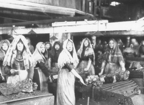 Women workers at Chanters Colliery, Atherton, 1907.