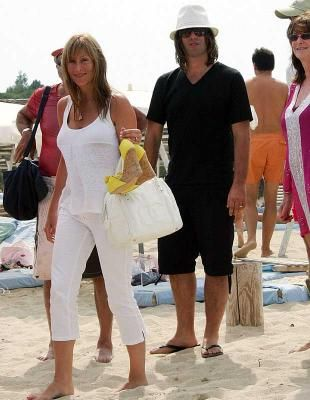 Liam Gallagher and Nicole Appleton in Saint-Tropez Bay #golfesttropez #sttropez #ramatuelle www.visitgolfe.com