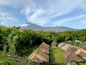 rinjani-vew-from-senaru-lombok-justgoindonesia-indonesia-travel-kampoong-village