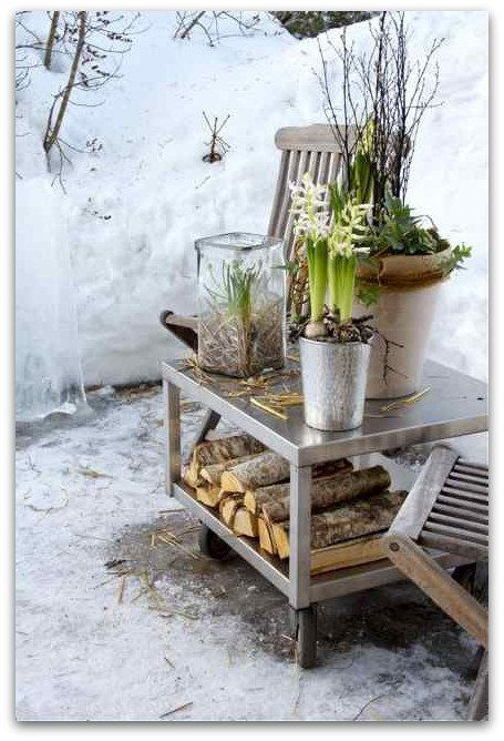 With the help a of few silk plants this would be an awesome winter addition to the front porch, Well done!!