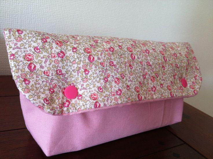 Pochette à couches Liberty rose toilette bébé : Puériculture par l-atelier-cousette