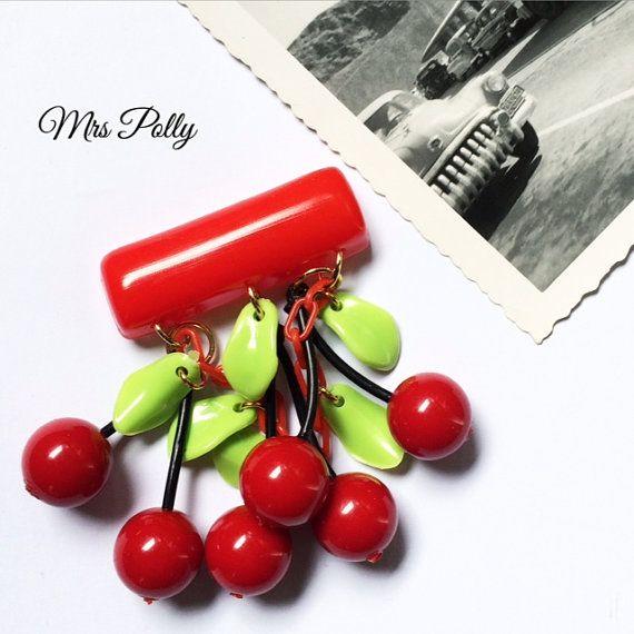 Spilla Fakelite ciliegie stile anni 40 di MrsPollysLucite su Etsy
