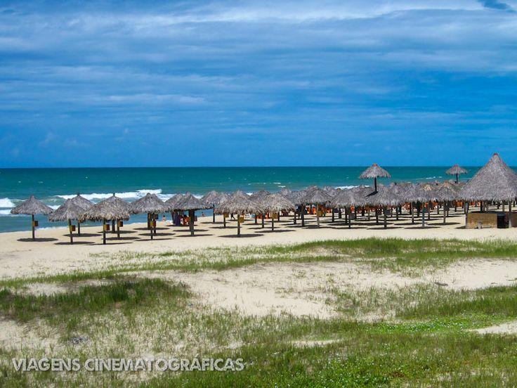 Já virou até filme a Praia do Futuro em Fortaleza. Uma praia urbana, mas enorme e com longa faixa de areia. O filme é estrelado por Wagner Moura, vale conferir. A praia então, nem se fala.