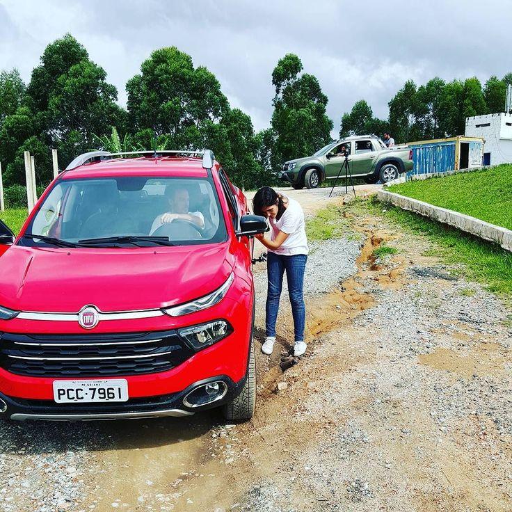 Pronto tá aí a motivação do #domingo de @UOLCarros : #picape em nova safra  #Renault #oroch #Fiat #Toro #carsofinstagram #truck #carronovo #car #carro #lama #4x4 #caçamba #coches
