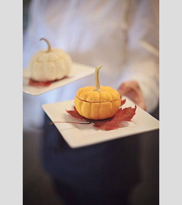Inspiração para um casamento no outono. #casamento #inspiração #outono #catering #abóbora #folhas