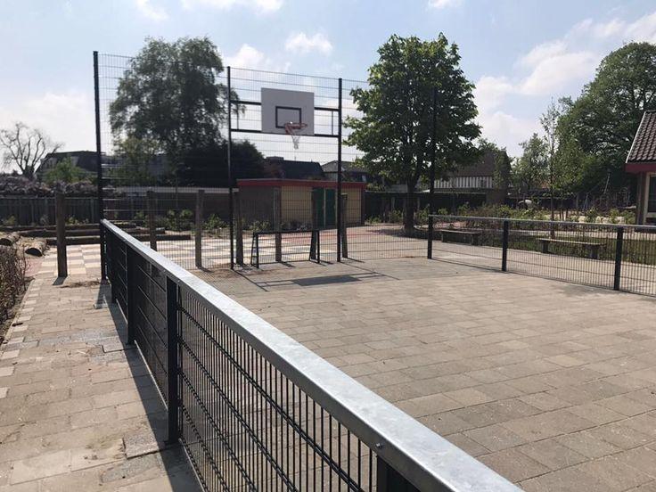 Een voetbal- basketbalcombinatie uit onze Premium-serie met een tegelvloer als speelondergrond. Lokatie: Sambeek