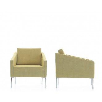 De bank Pera is klein van formaat, maar met een comfortabele zit. De natuurlijke en speelse lijnen zorgen voor een modern ontwerp. De hoekige armleggers geven een ruimtebesparend ontwerp, waardoor de bank Pera te plaatsen is in hallen, lounges, wachtkamers en kantoren. De bank is gevuld met hoogwaardig schuim en wordt gedragen door stevige metalen poten. leverbaar als fauteuil, 2-zitter en 3-zitter.