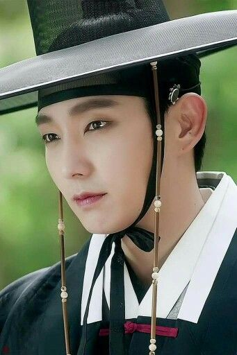 "Kdrama ""Scholar who walks the night"" - Lee Joon Gi really rocked the guyliner in this!"