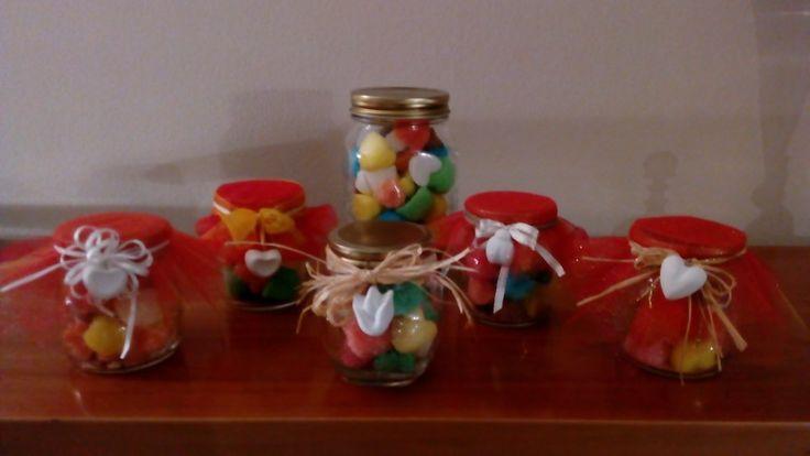 Vasetti con zucchero aromatizzato e decori con gessetti