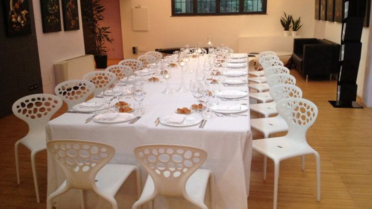 We host business lunch and dinner. Check out our website. For further information: 10watt@10watt.it