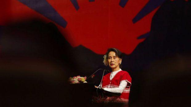 Berita Islam ! Pemerintah Myanmar Tolak Gencatan Senjata ARSA... Bantu Share ! http://ift.tt/2xpbczc Pemerintah Myanmar Tolak Gencatan Senjata ARSA  Naypyidaw  Gencatan senjata sebulan yang ditawarkan pejuang bersenjata Rohingya Arakan Rohingya Salvation Army (ARSA) nampaknya ditolak oleh pemerintah Myanmar. Hal itu terlihat melalui pernyataan juru bicara pemimpin de facto Myanmar Aung San Suu Kyi Zaw Htay Ahad (10/09). Htay menulis di akun Twitternya seperti dilansir BBC Indonesia…
