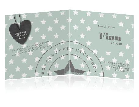 Super leuk fotokaartje met sterren, voor de geboorte van een jongen. Met stempel en een label in de vorm van een hart.