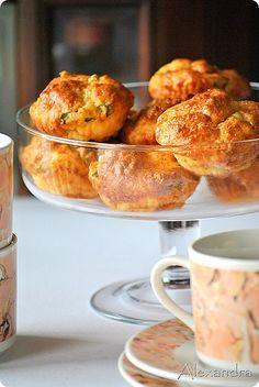 Muffins με φέτα και λουκάνικα