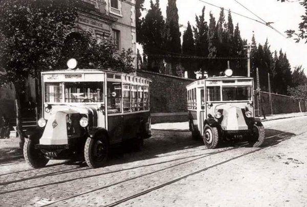 Toplu taşıma için kullanılan ilk otobüsler (Cevahir'in Karşısı, 1928) #istanbul…