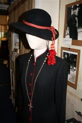 Federico Fellini subsequently saw it and loved it, and asked the Fontana sisters to make one for Anita Ekberg, which she wore in La Dolce Vita in 1960. Source: http://jenniferanyan.blogspot.com/2010/02/micol-fontana-true-style-icon.html