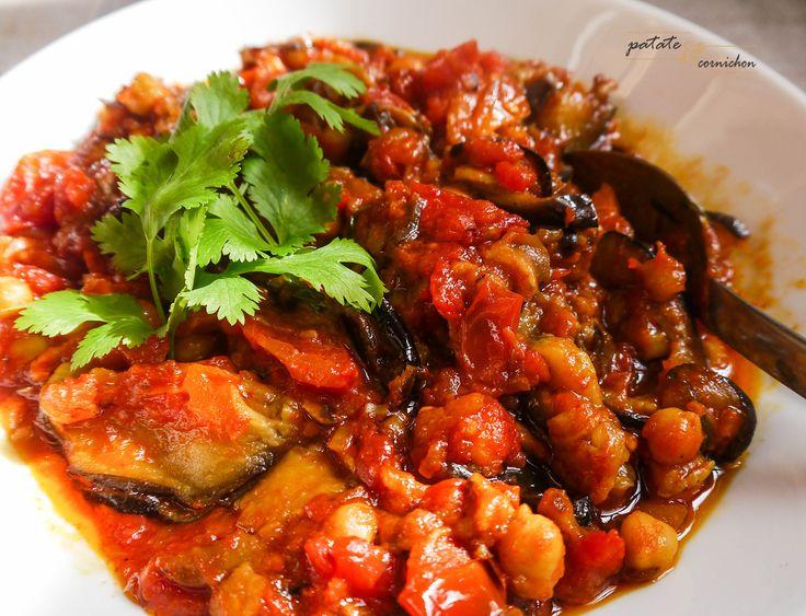 Aujourd'hui, on te montre comment faire de la moussaka libanaise : un plat avec des aubergines, de la tomate, des pois chiche et tout et tout.