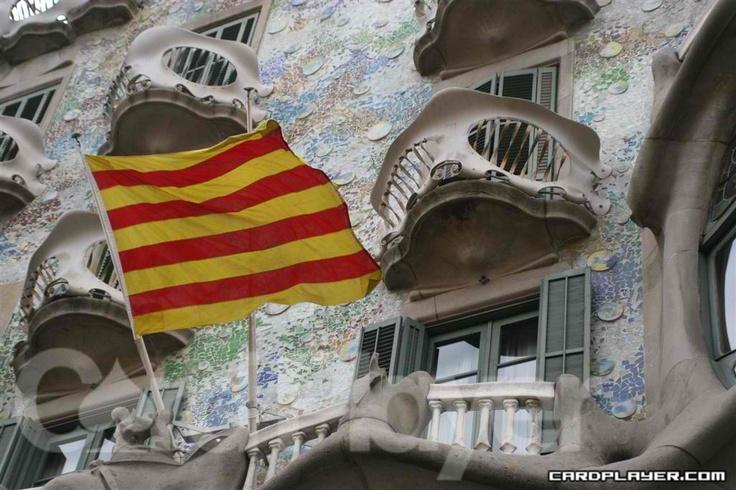 Catalunya [Flag outside of Casa Batlló in Barcelona]