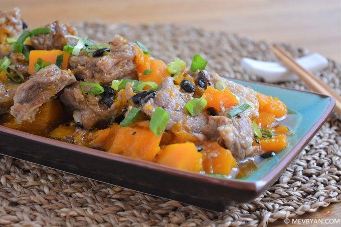 Ribs en pompoen met zwarte bonensaus © mevryan.com, lekker Aziatisch koken #pompoen #Chinees #recepten #koken #vlees #spareribs #zwartebonensaus
