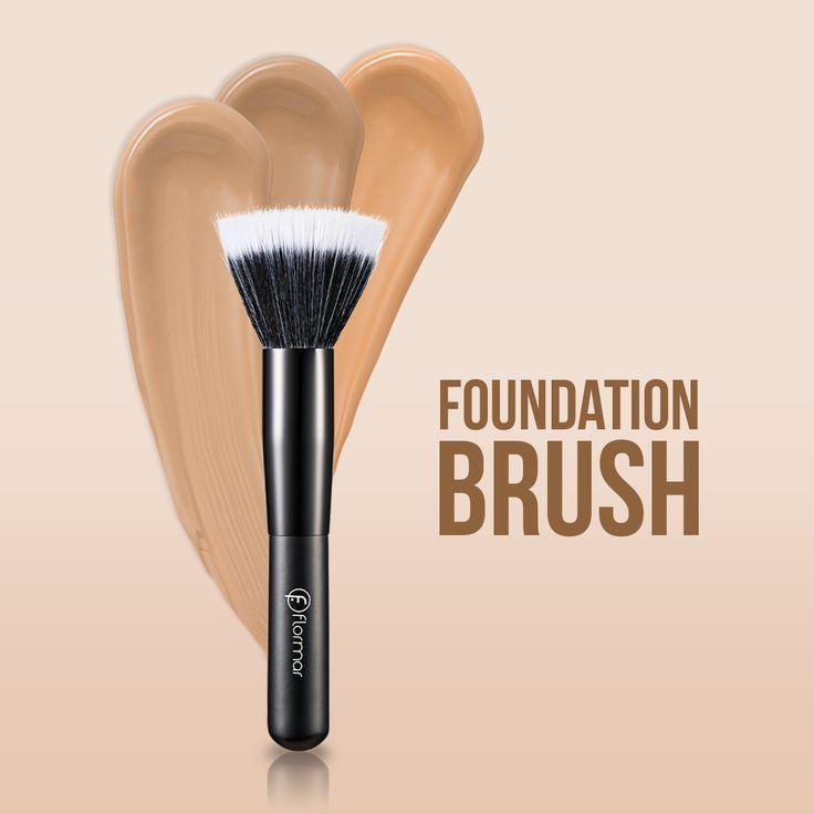 Pensula Foundation Brush ofera un look sofisticat, avand un finish natural si extra-uniform. Aceasta nu absorbe fondul de ten si poate fi folosita si pentru aplicarea omogena a produselor lichide.  http://www.flormarcosmetics.ro/accesorii/pensula/foundation-brush-8690604173785.html