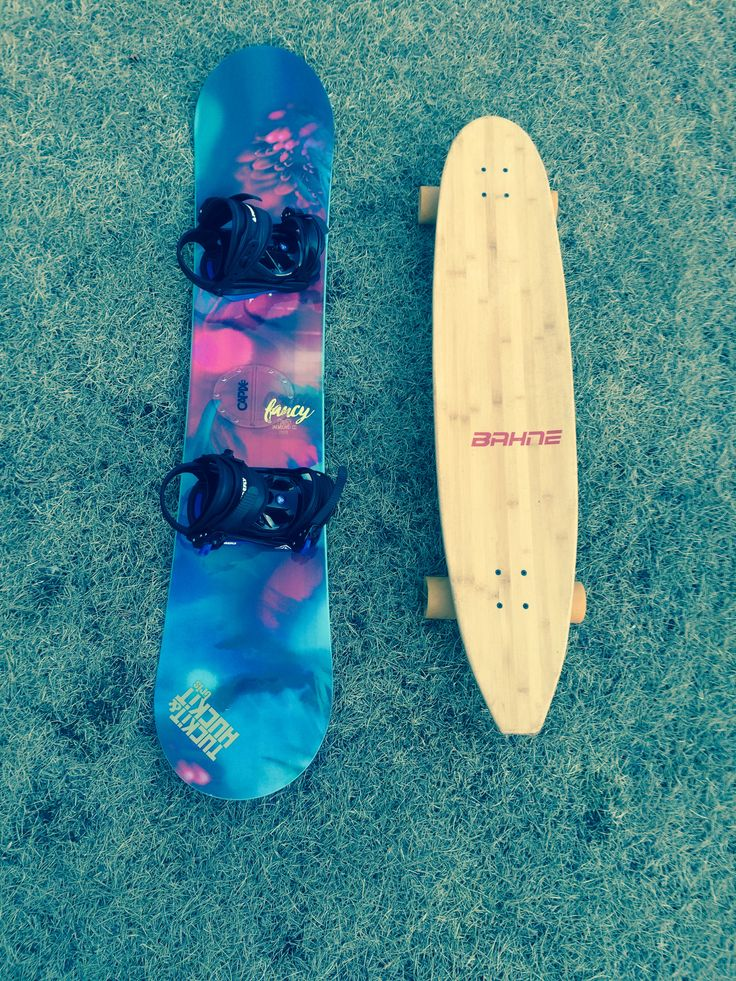 Going from one to the other but I love them both!!!❤ thank you KendraNorman for the TRIS sticker on my snowboard!